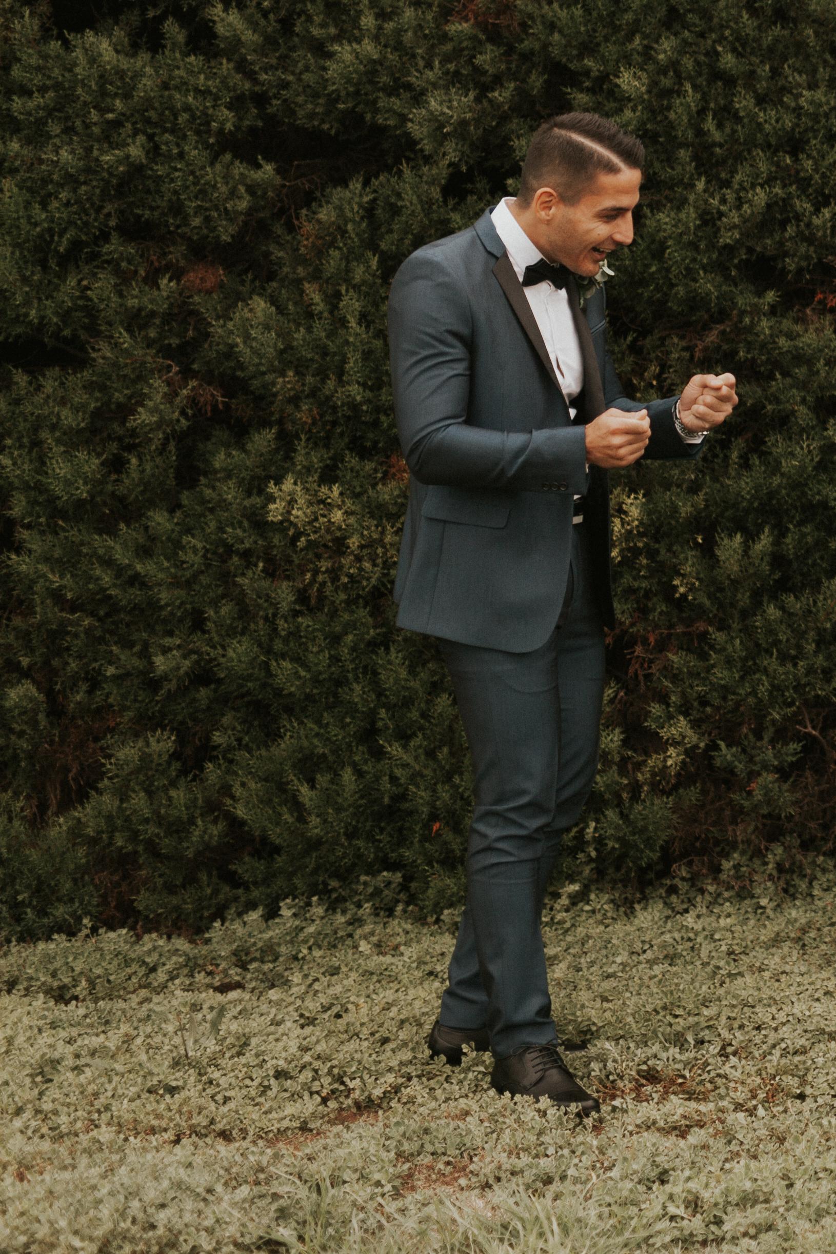 Melbourne-Fitzroy-Treasury-Gardens-wedding-EmotionsandMath-033.jpg