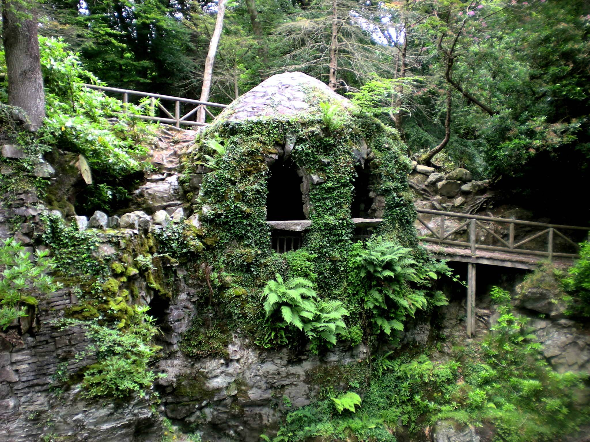 The_Hermitage,_Tollymore_Forest_Park.jpg