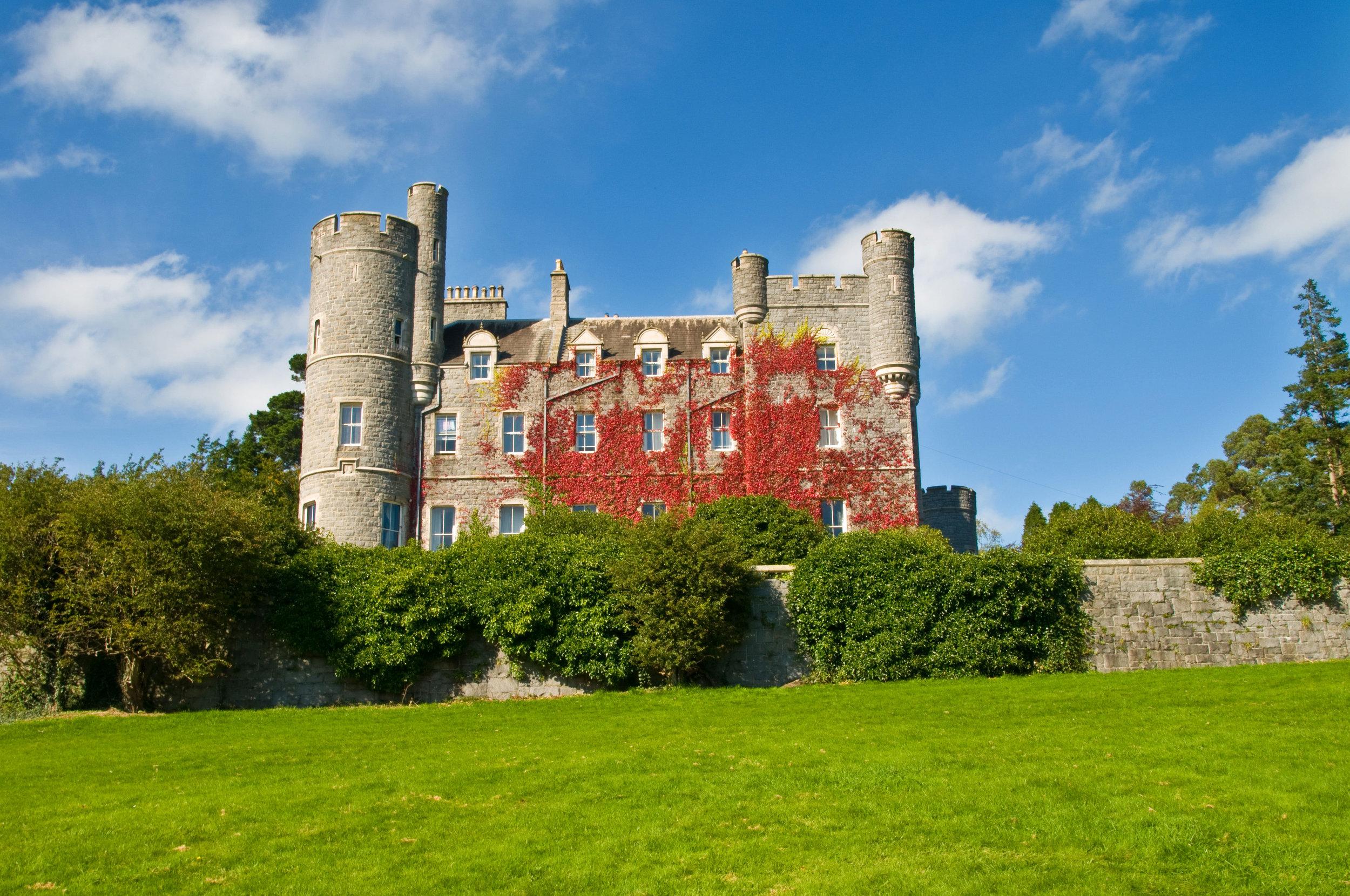 The_castle_in_Castlewellan_forest_park.jpg
