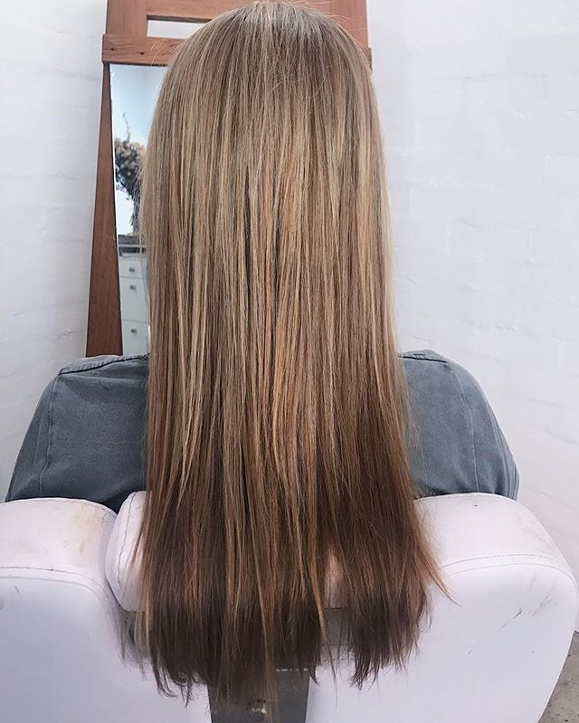 Transformation Tuesday. Roots refresh, foils and a trim. Book in your transformation via the book button on our profile or visit our website ✂️ . . . . . #bythelovinggypsies #byronbay #byronhairsalon #byronbayhairstylist #byronbayhairdresser #byronbayhaircolourist #byronbayhairandmakeup #byronbaymakeupartist #goldcoasthairsalon #ballinahairsalon