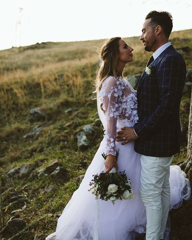 We love weddings 💍 Our experienced team has years of hairstyling, makeup and beauty experience. Dedicated to helping make your day special The Gypsies can come to you or enjoy a no stress exclusive salon experience. Book in for your hair and makeup trial and meet the @bythelovinggypsies team 💛 . . . . . #bythelovinggypsies #byronbay #byronbayweddings #byronbayelopement #byronbaycelebrant #byronbayhairandmakeup #byronbayweddinghair #byronbayweddingmakeup #byronbaymakeupartist #byronbayhairdresser #byronbayhairstylists  #byronbaywedding #goldcoastwedding #goldcoastweddings