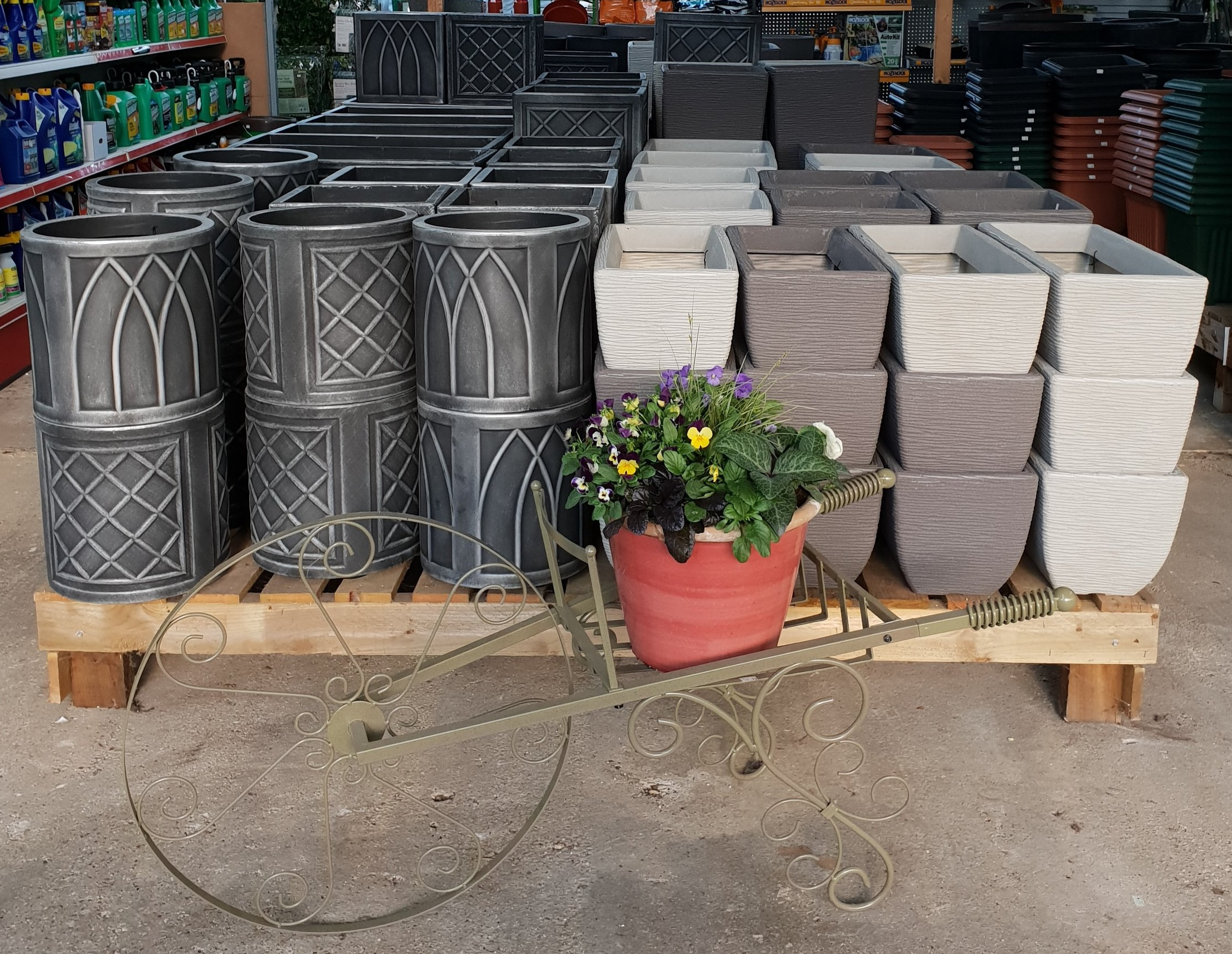 Our Range Of Pots - Park Place Farm Nursery offers a range of pots for indoor and outdoor use. We also offer a range of materials with optional pot feet to protect from the cold.