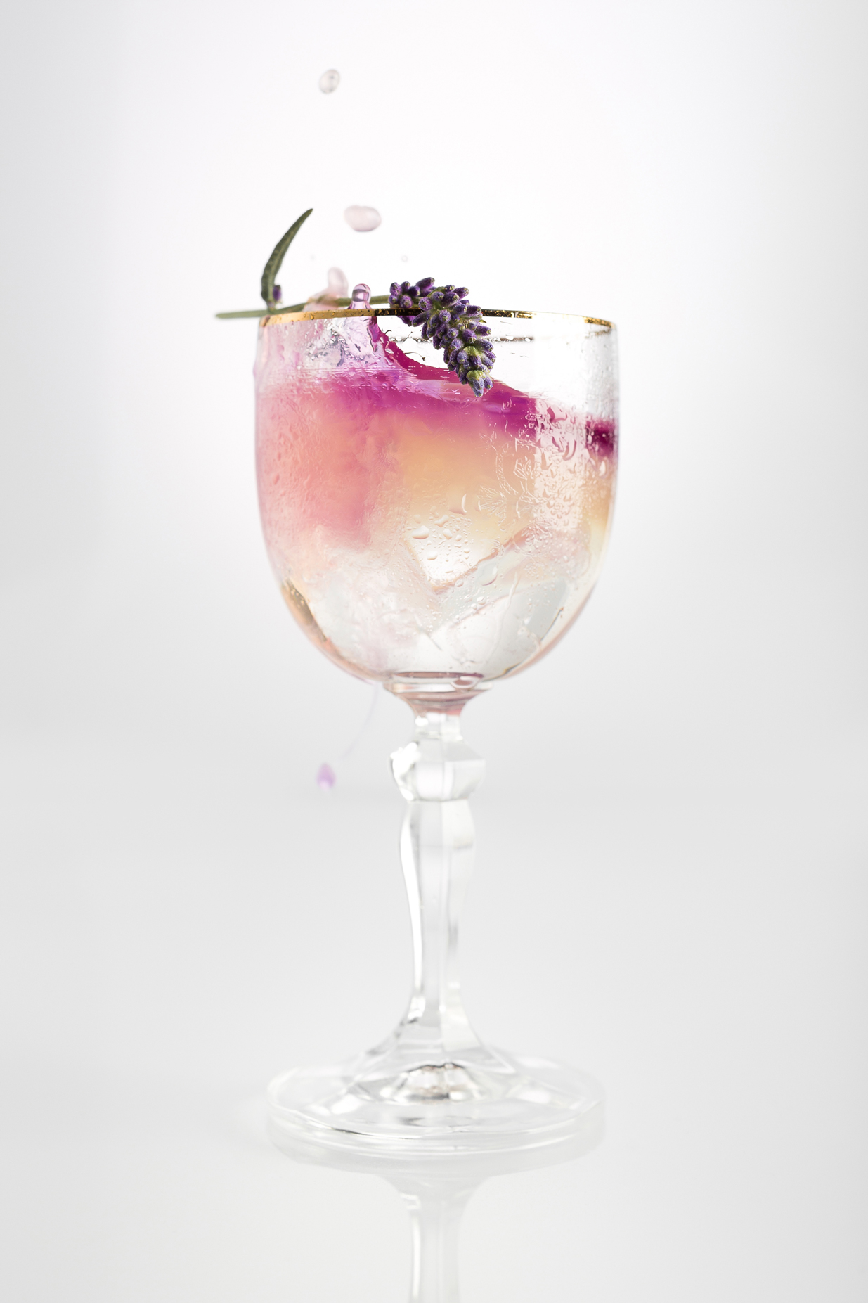 Gin Fizz - Classic and refreshing for everyday enjoyment5cl Illusionist Dry Gin3cl Lemon Juice2cl Syrup10cl SodaGarnish - Lavender stem