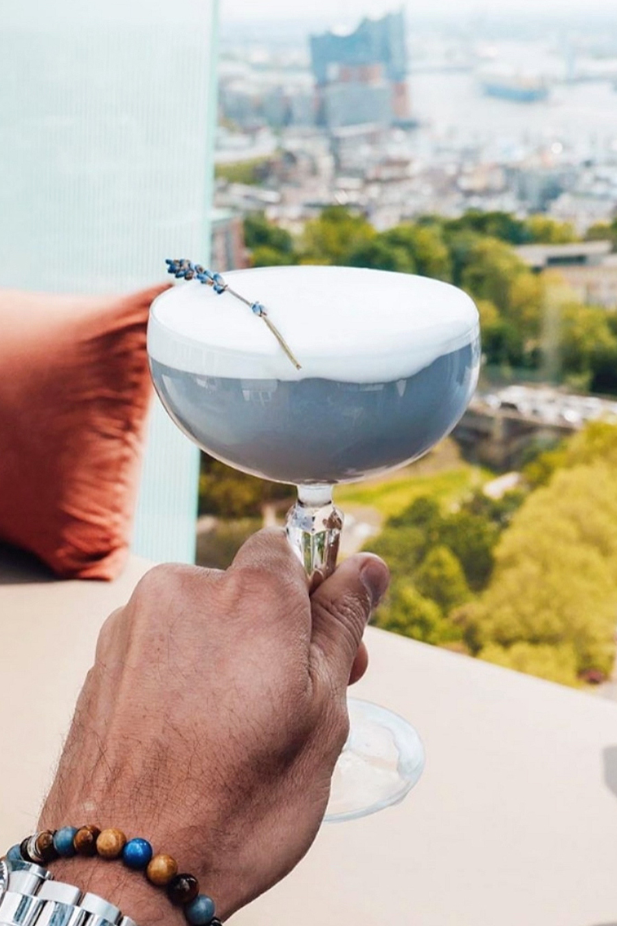 Above the Clouds - we all know you're frothing over this… so are we…5cl Illusionist Dry Gin1,5cl Lillet Blanc2,5cl Lime juice1,5cl Syrup1cl Egg white, frothed2 dashes Lavender BitterGarnish - Lavender stem⠀