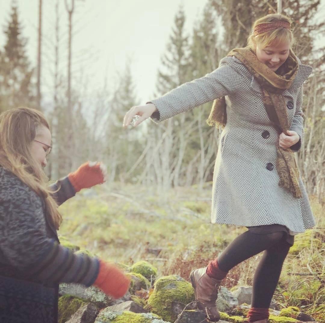 Wesström & Ogdal - I oktober bjuder podduon in till en fantastisk modevisning i Lövstabruks herrgård. Läs mer om dom och lyssna på deras podd där de pratar om allt från historiskt mode, trädgårdshistoria till det dukade bordet.