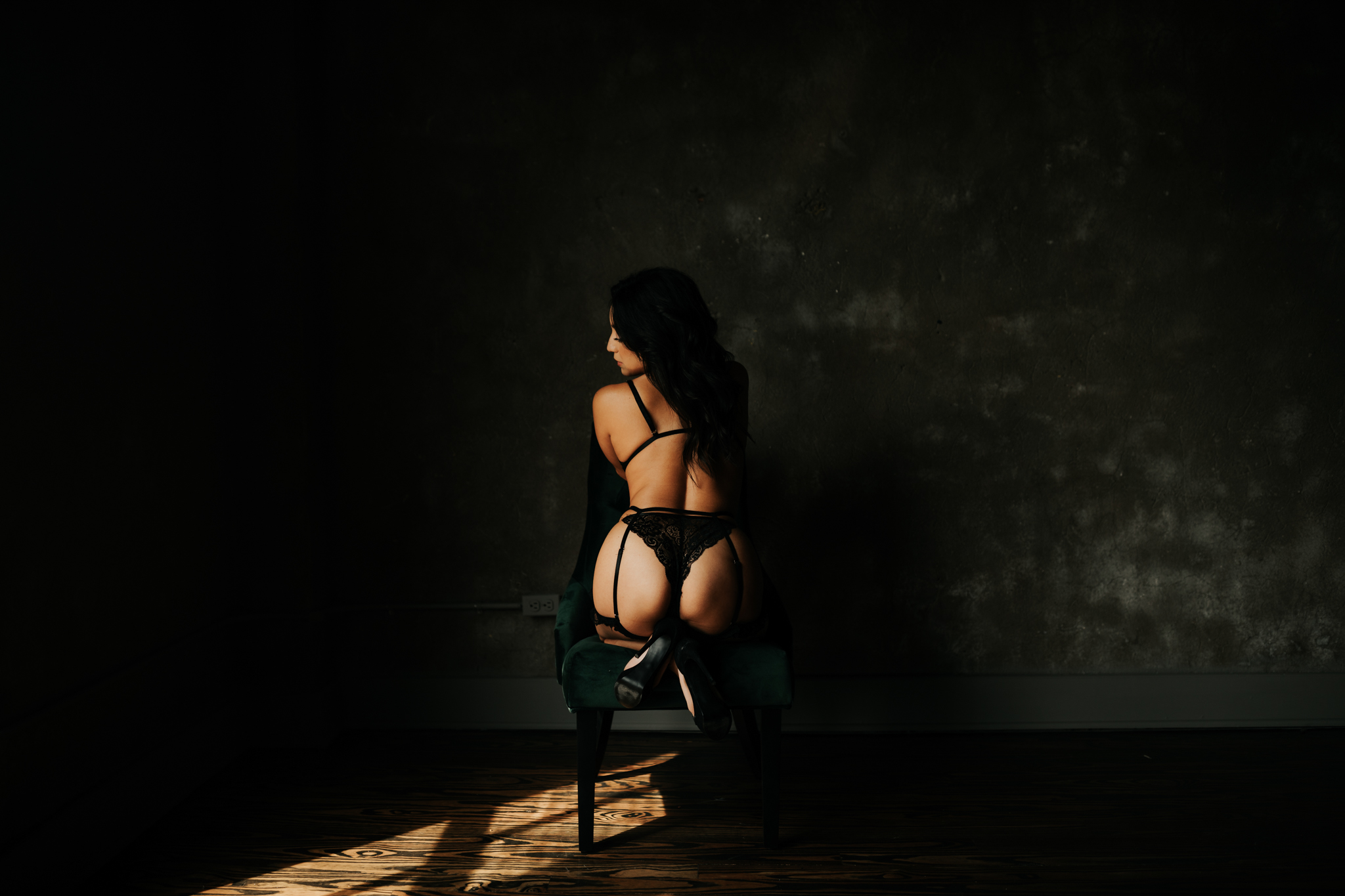 Houston Boudoir Photographer-The Negative Space-Moody Boudoir Session- Houston Wedding Photographer -Kristen Giles Photography-1.jpg