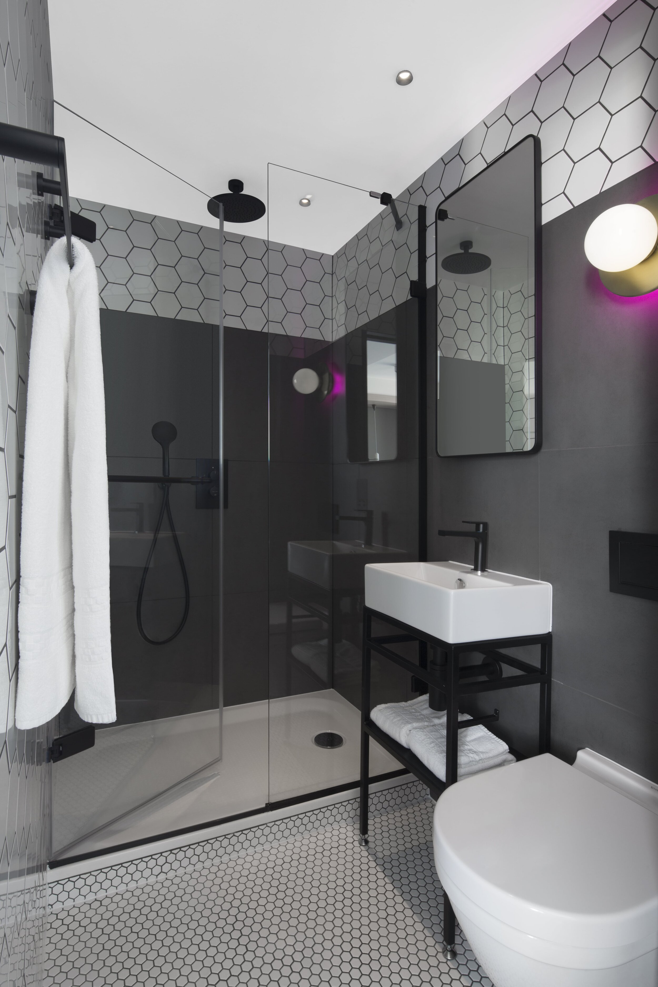 Den -Bathroom_Assembly_Hotel_London_Soho_West_End_Piccadilly_Circus-min.jpg