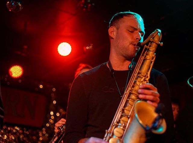 Had a great time playing @horseshoetavern this past weekend opening for @afterfunk ! Huge thanks to everyone who came out to support @closedcircuitmusic in our first show back after a 2 year hiatus! 📷 @jonnymicay . . . #torontomusic #livemusictoronto#torontohiphop #sax #torontosaxophonist