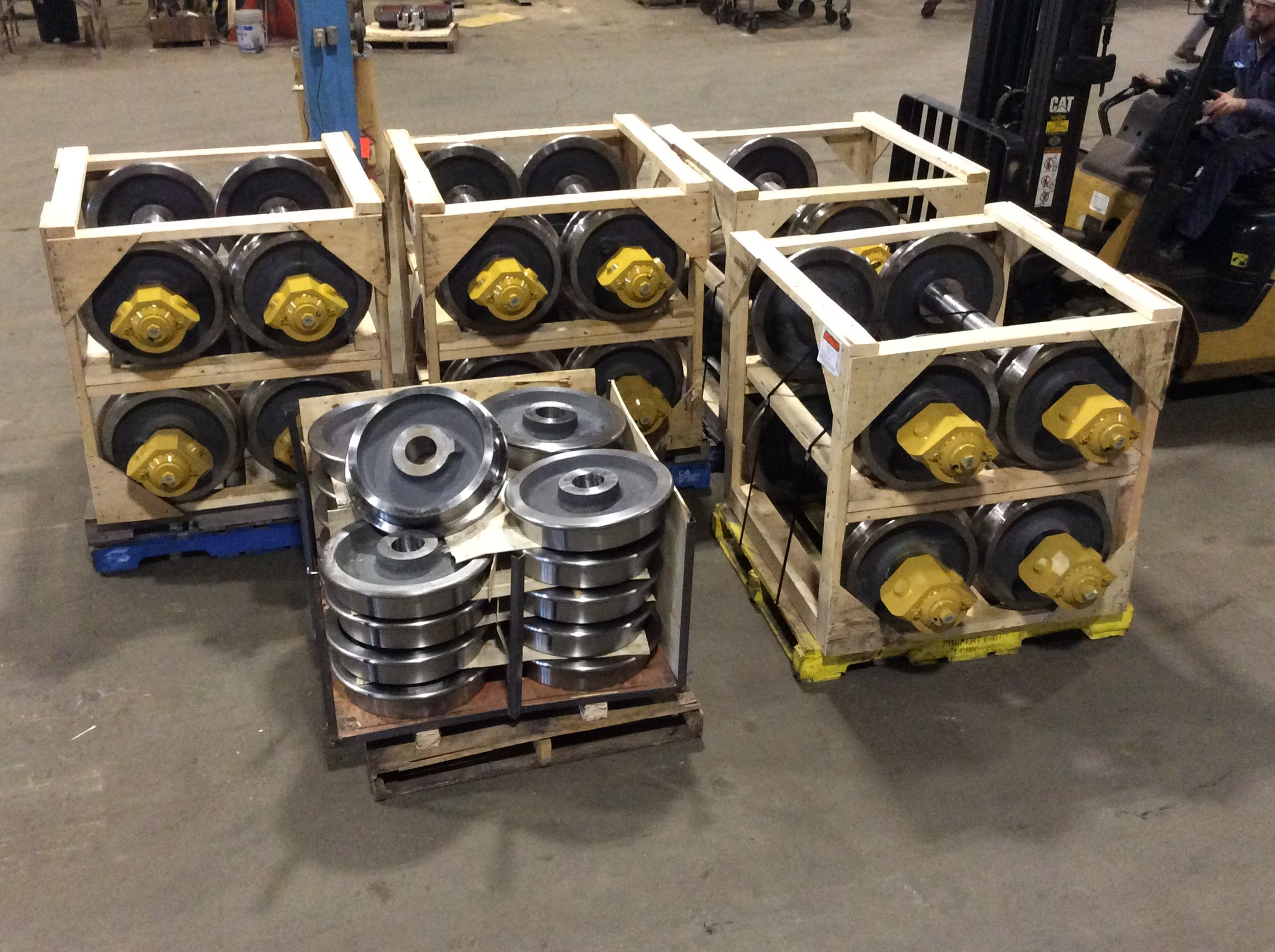 18 inch muck car wheel and axe sets with outboard bearing boxes  .jpg