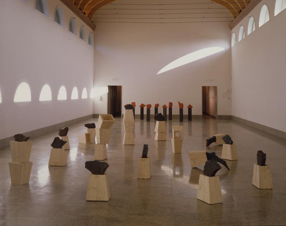 1992_AK_Exposition Centre d'art de Vassiviere_Sud et Nord_fer et bois_fet et granite peint.jpg