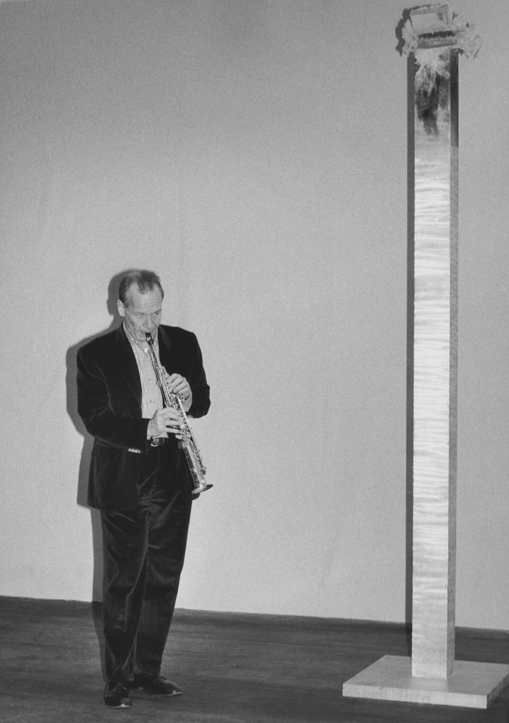 Steve Lacy performs inside Kirili'sKingsculpture, New York, Thread Waxing Space, 1992