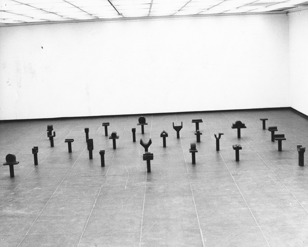 1982_AK_Exposition Kunstverein_Francfort_ Commadement I_collection Ludwig_©Ariane Lopez-Huici.jpg