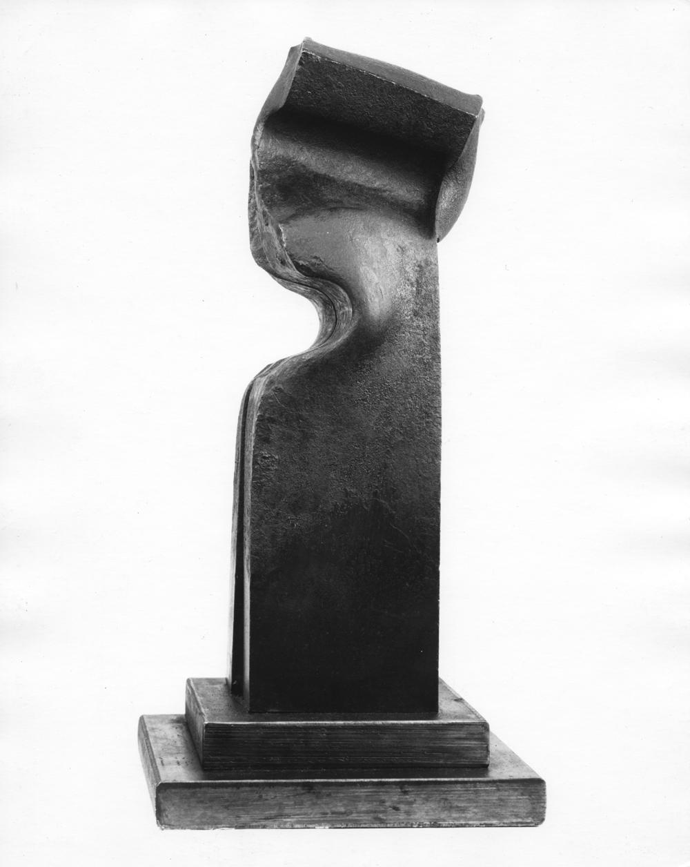 1981_AK_Zahin#1_side view_fer forge_17x4x4''_43,2x10,2x10,2cm_56kg_Collection Mr and Mrs Carl M. Freeman_Washington_SonnabendNY.jpg