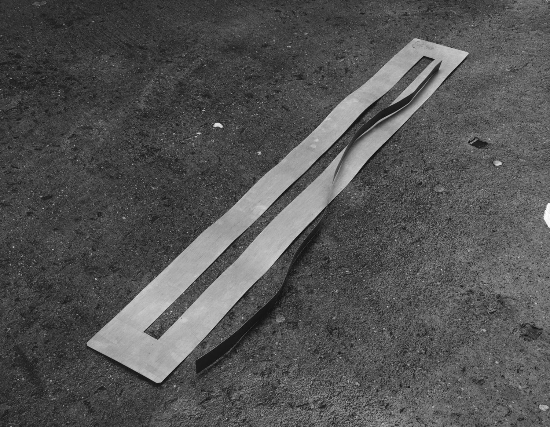 1972_AK_Sans Titre_Zinc_longueur88''_223cm_©Andre Morain.jpg