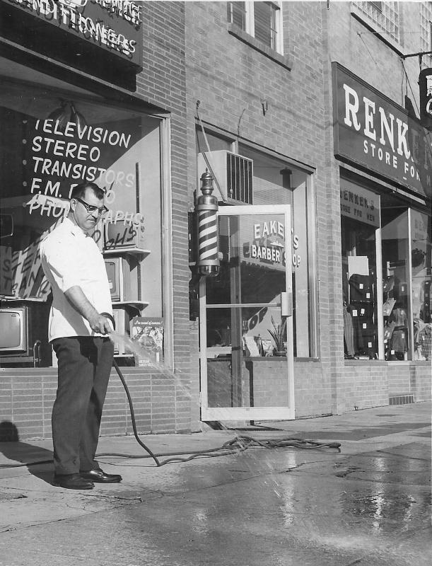 Chester-Eaker-cleans-sidewalk_d800.png