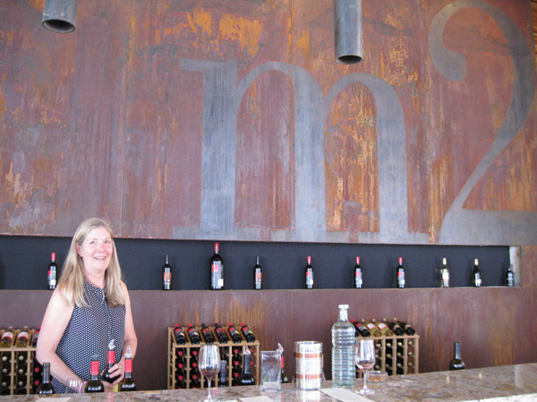 M2-tasting-bar-woman.jpg