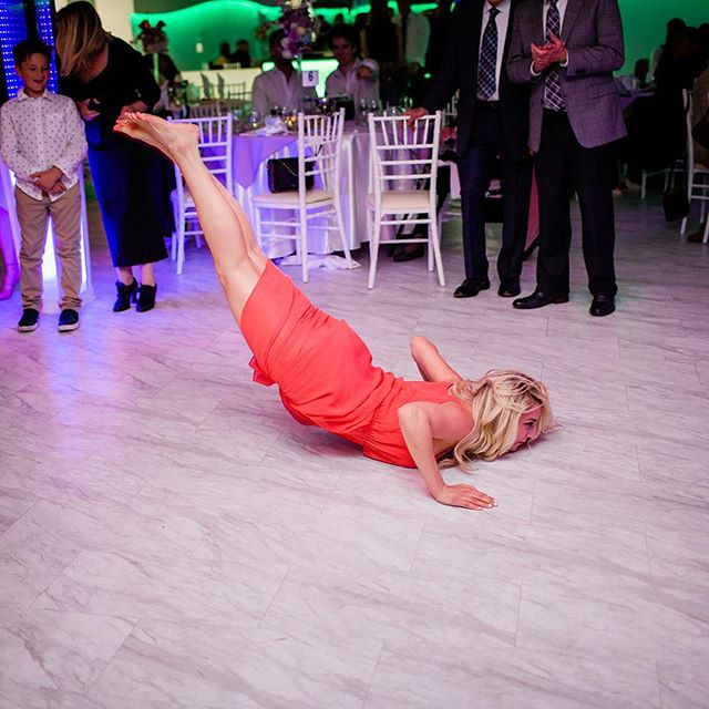 There is always that one girl at the wedding right? #WhiteGirlWasted #TheWorm #BlondesHaveMoreFun #WeddingDay #Barefoot