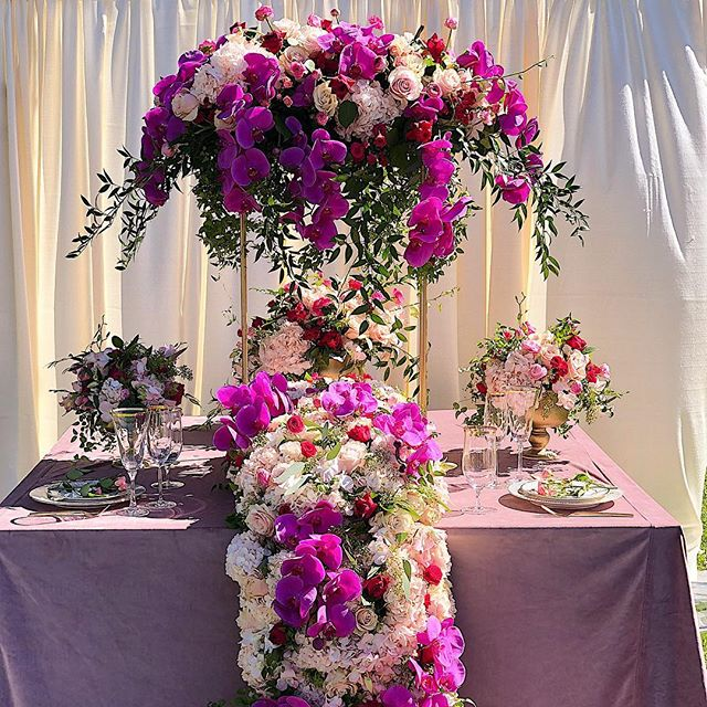 Flower Garden Dreams 🌷🌹🌷 #wedding #flowers #roses #hydrangea #orchids #weddingcenterpieces #weddingideas #brides #luxurywedding #luxuryflowers #floralcenterpiece #laflowers #laflowers