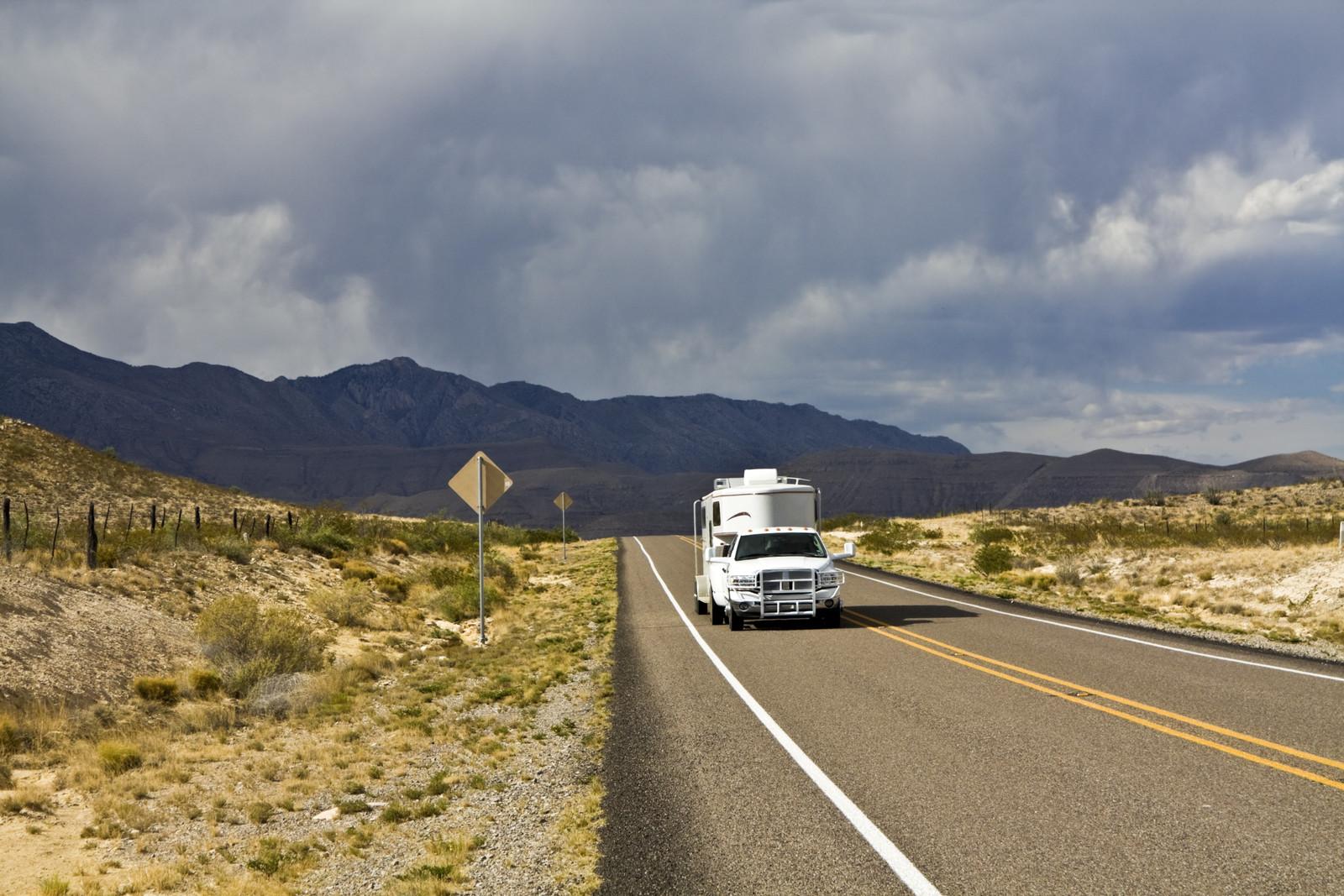 DHP-10_Truck-hauling-trailer.jpg