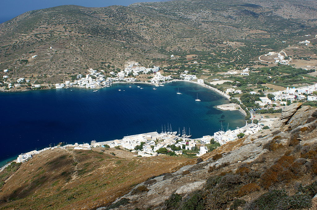 Bay_of_Katápola,_Amorgos.jpg