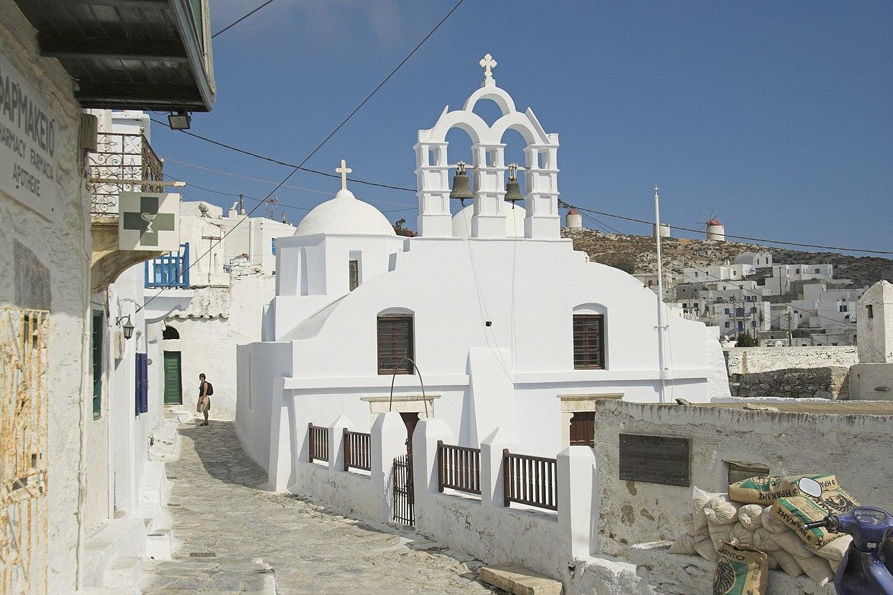 1280px-Chora_of_Amorgos,_church_of_Agioi_Pantes,_084816.jpg