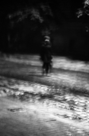 The darkness was overtaking everything, and we had no map; we simply sought the less dark streets, guided by the rare, arrhythmic streetlights.