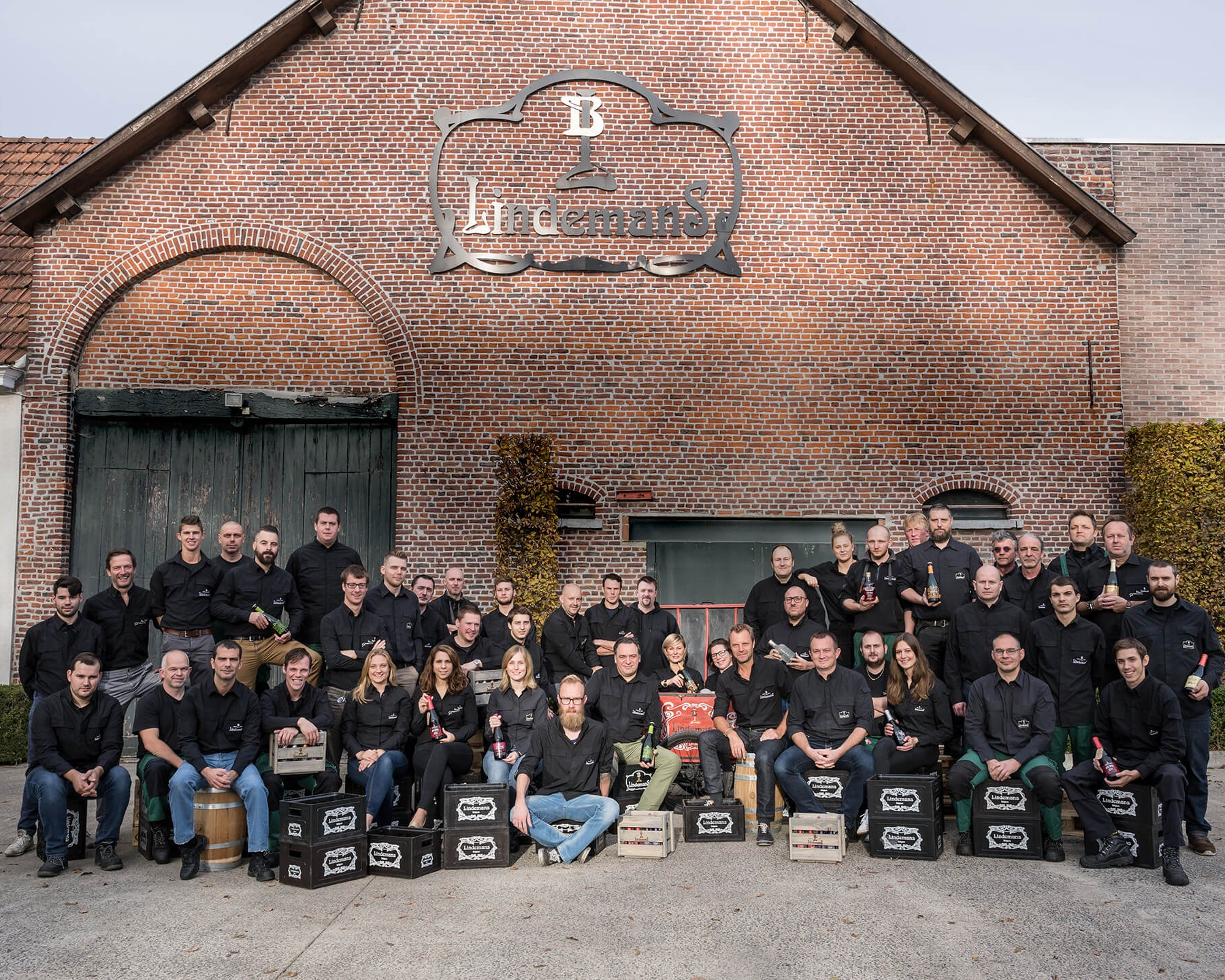 The extended Lindemans family - the brewery's team of employees