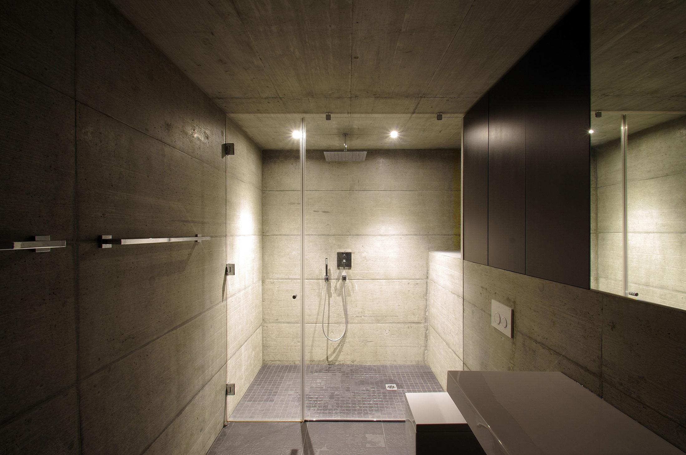 dvachitectes-architecture-maison-chandolin_douche.jpg