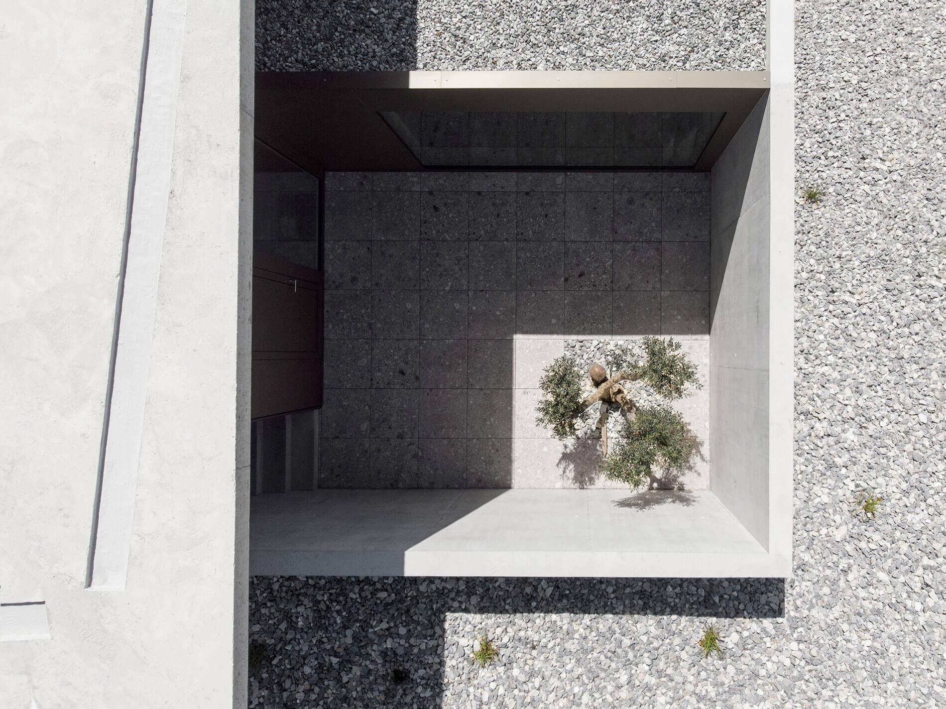 dvarchitectes-architecture-drone-patio.jpg