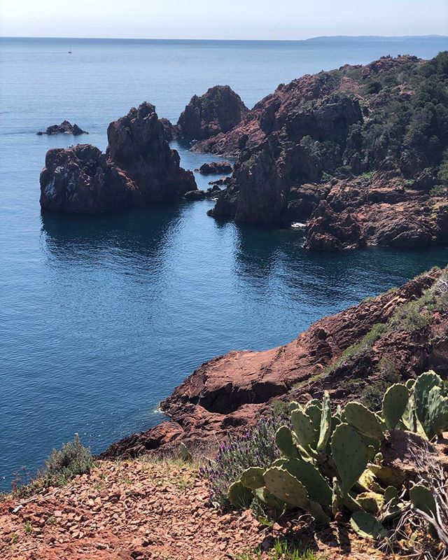 Hiking around Cap Dramont is highly recommended! Next time, when our prototype is ready we'll hit the water instead, it surely looks promising! . . . . . . . #wawken #wawkener #snorkeling #freedive #freediving #scuba #scubadiving #onebreath #clearwater #underwater #underwaterworld #getoutdoors #explore #explorergear #discover #discoverocean #experience #ourblueplanet#startup #capdramont