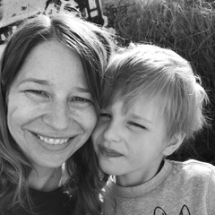 ABOUT EILEEN - Originally from Oklahoma USA, I've lived in several global cities before finally landing in Berlin four years ago (and I have no plans to leave!). I work as a freelance content writer, primarily in the design space. And, I'm the managing editor for Wunder Stories!#MomlifeChildren: Theo (7) and Eli (3)What is your favourite travel hack with kids?We save the iPad only for traveling, that way it's something special for the kids and keeps them entertained (most of the time). And lots and lots of snacks.What do you do for self-care?Reading, barre and lots of moisturiser. And fitting in as much alone time as possible!#WorklifeContent writerSide hustle:Advocating for inclusive education in BerlinInterested in:Networking