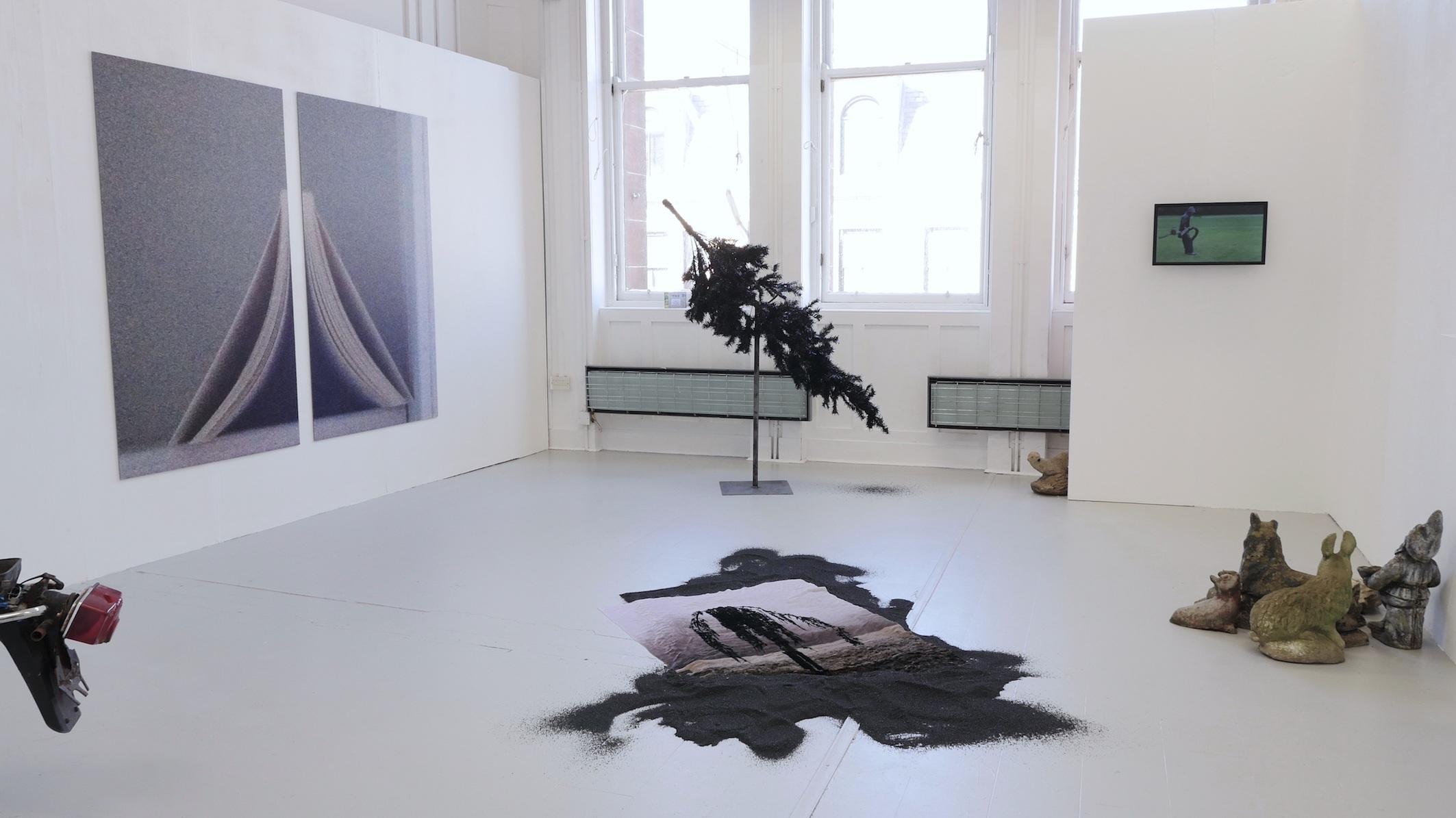 exhibition_view_ruusuvuori.jpg