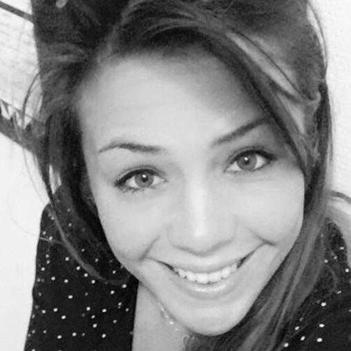 Fannie Aliphat - Installée à Bordeaux, Fanny est psychologue clinicienne et psychothérapeute passionnée et spécialisée dans l'accompagnement de personnes souffrant de troubles du comportement alimentaire. Elle et moi travaillons de concert à l'accompagnement de certaines patients.