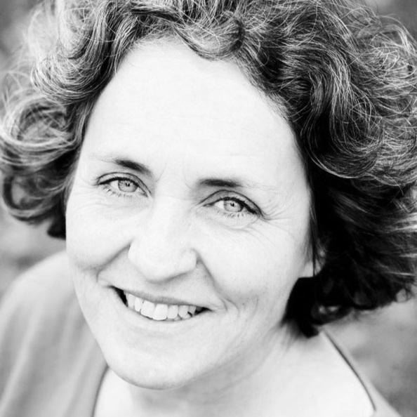 Anne Lautier - Anne est psycho-praticienne. Je l'ai moi-même consultée et j'ai été stupéfaite des résultats obtenus. Elle est basée en région parisienne à Boulogne-Billancourt (92). Parfait pour entreprendre un travail en profondeur et en finesse.