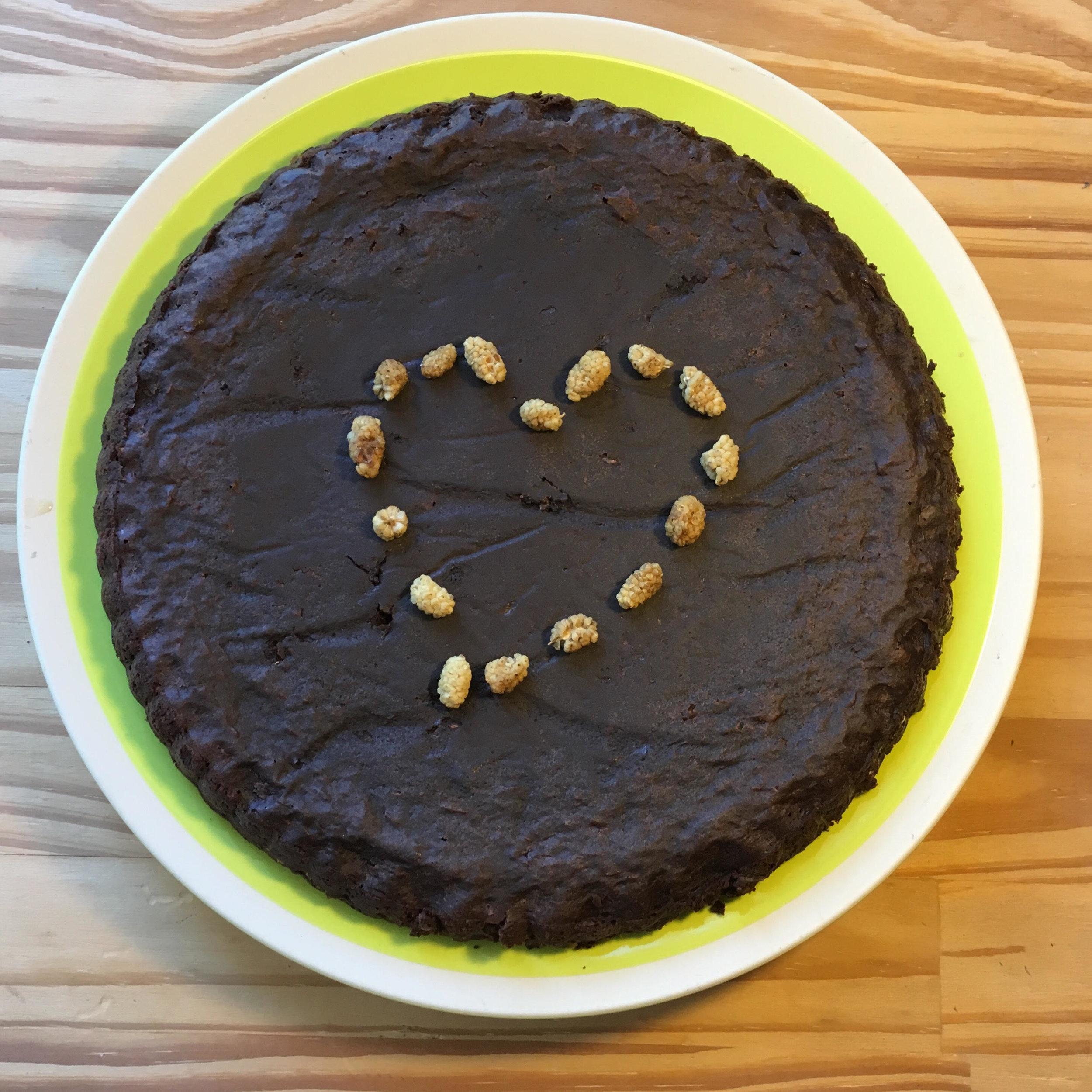 voilà une modeste version de ce gâteau ! J'ai essayé de soigner la présentation, pardi !