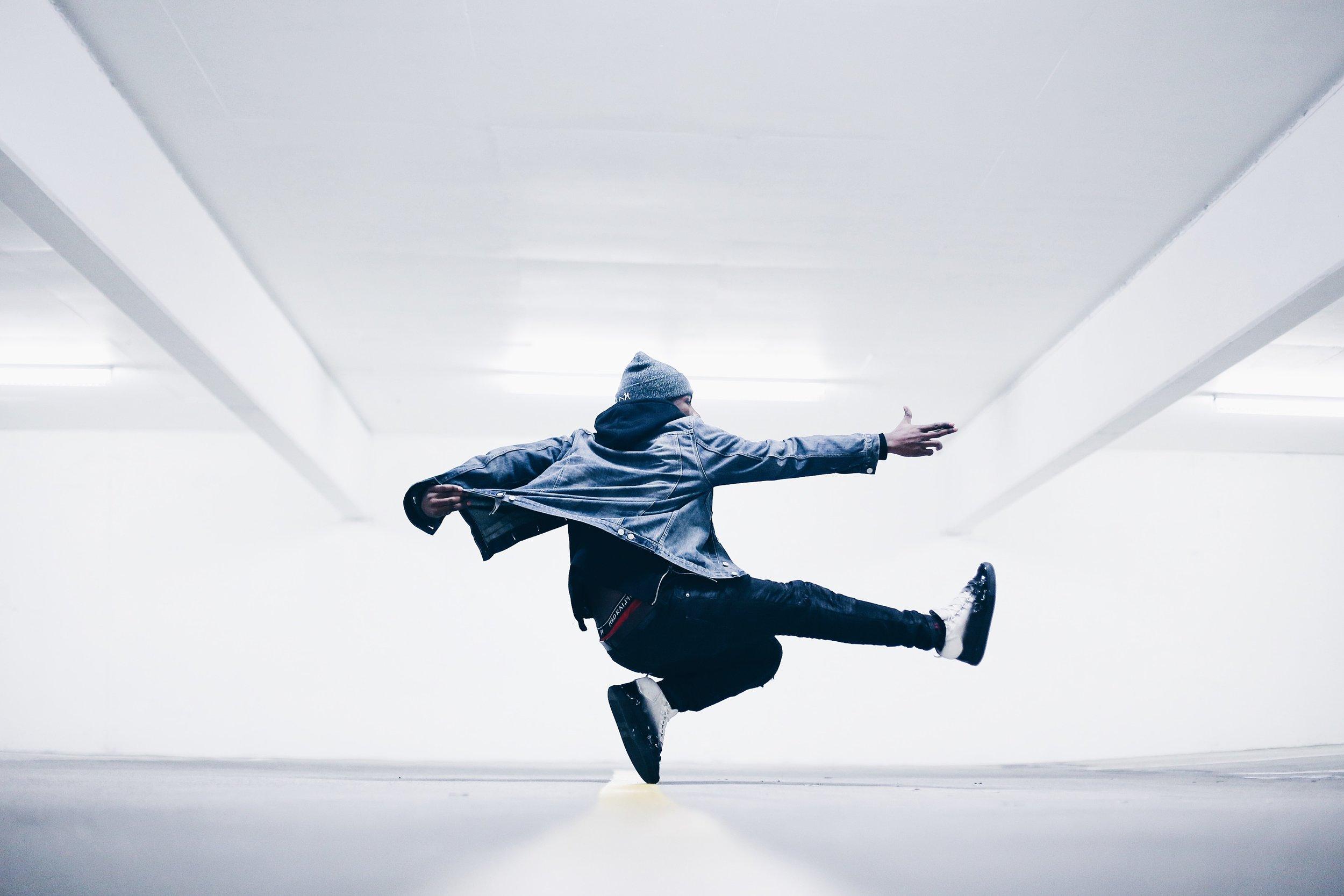 DANCE CREW - Novità del nuovo Progetto accademico, sarà quella di selezionare gli studenti più adatti alla formazione di una dance crew, in grado di rappresentare il marchio Modulo nei contest e nelle rassegne in Italia e in Europa. Tale impegno richiederà prove extra, oltre alle regolari lezioni, ma permetterà agli studenti selezionati di vivere un altro circuito fondamentale della danza.