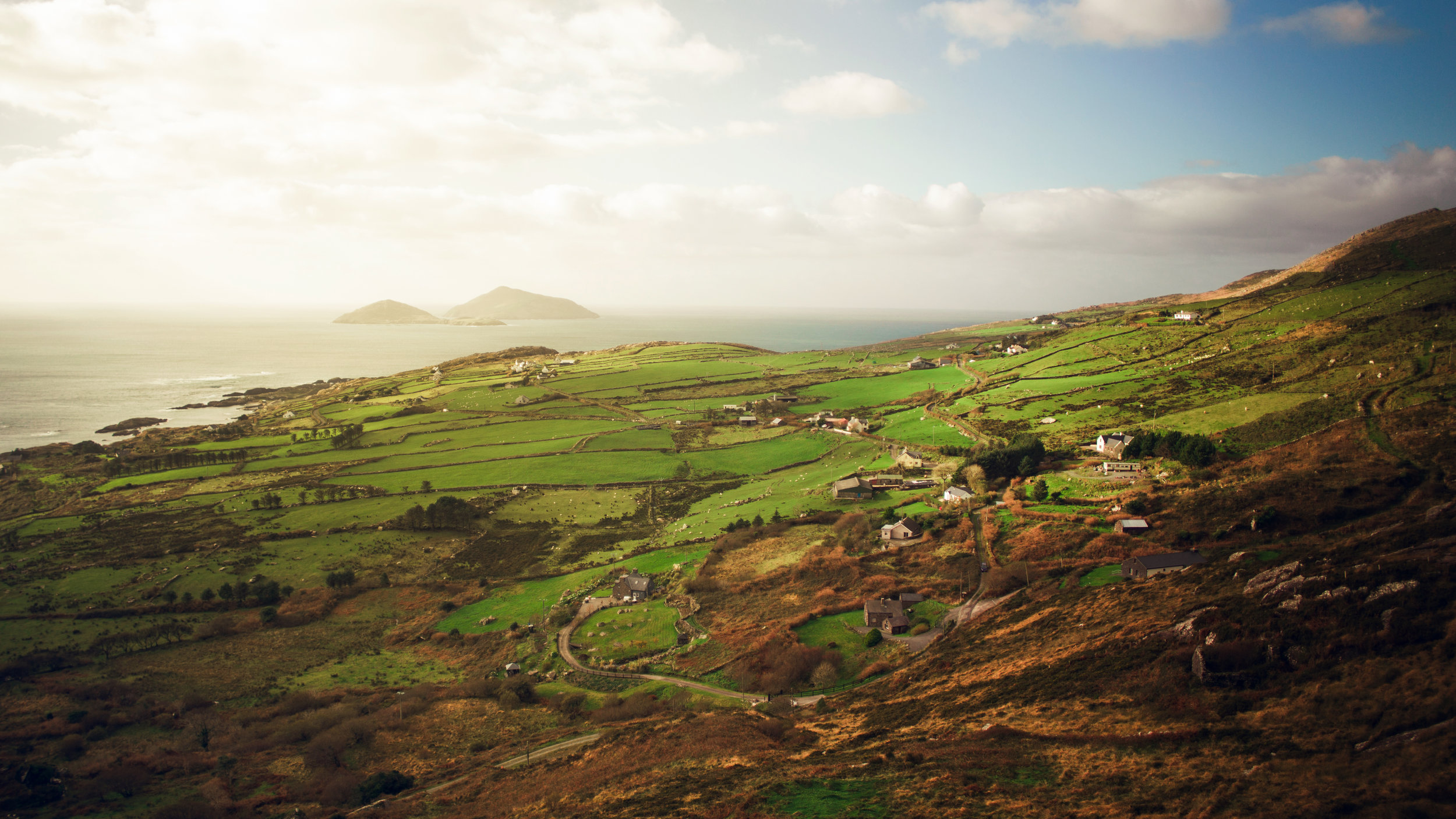Ireland: The Place - TRADITION MEETS THE FUTURELEARNING MEETS INNOVATIONKNOWLEDGE MEETS THE WORLD