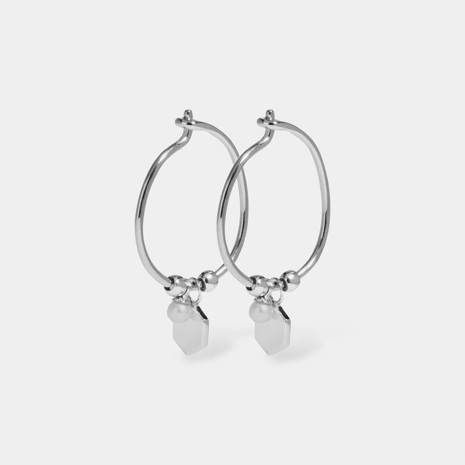 essentielle_hexagon_and_pearl_charm_hoop_earrings_CLJ52002_full.jpg