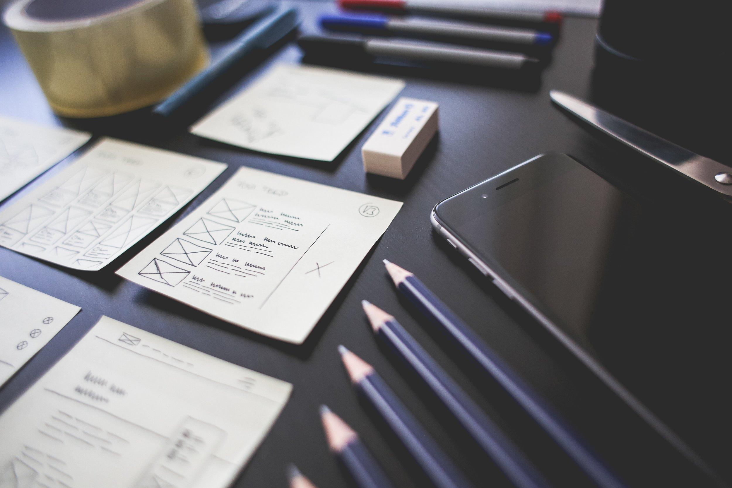 """User Experience Design - Interaction Design, Entwicklung von digitalen und physischen Prototypen sowie Visual Design zur Realisierung von digitalen Kundenerlebnissen.""""User Experience Design übersetzt komplexe Konzepte in Interaktionen und Erlebnisse, die Kunden begeistern.""""• PRODUCT DESIGN ➔• SERVICE DESIGN• PROTOTYPING"""