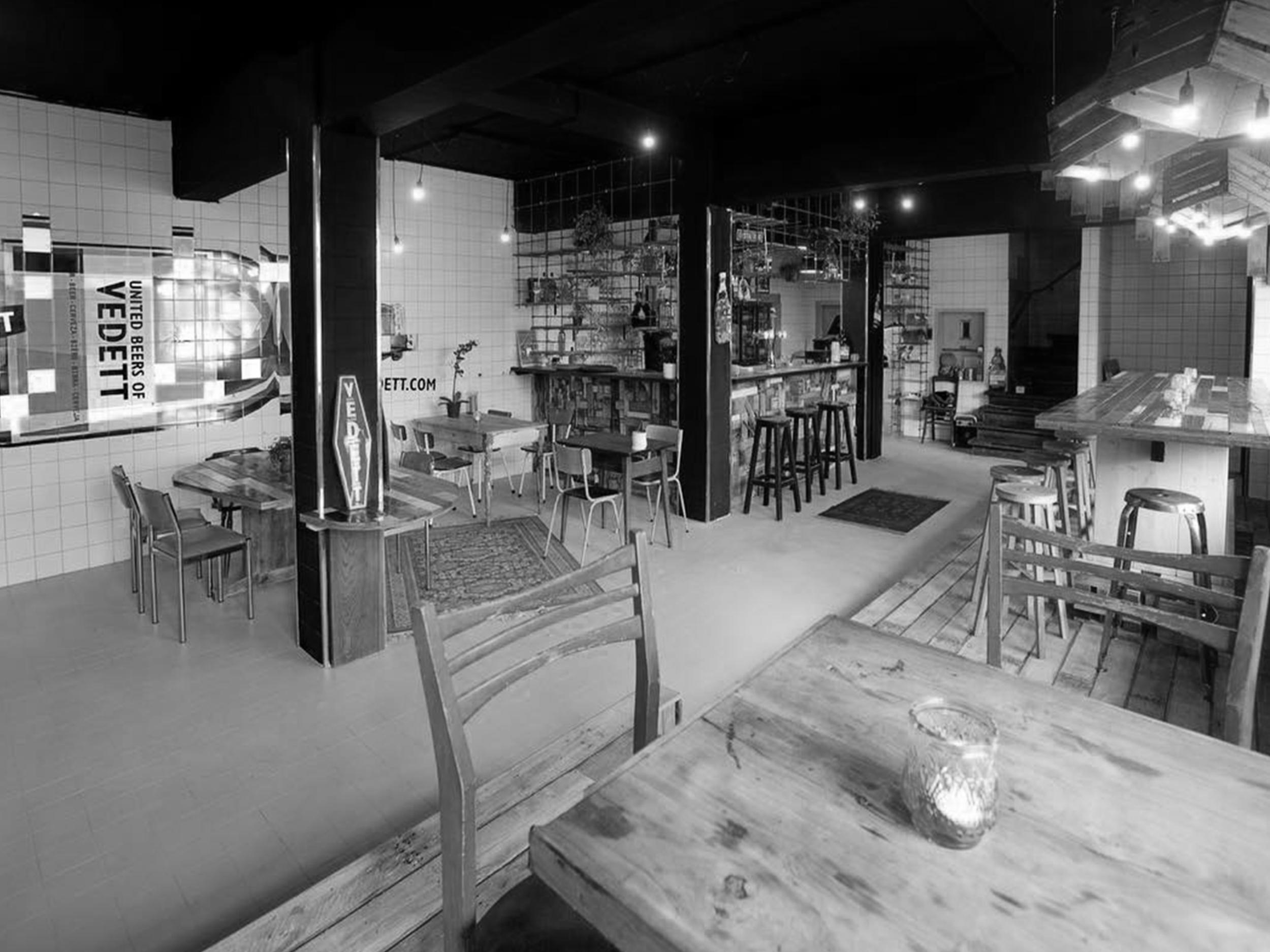 Taverne De Kazerne   Lekker genieten in de oude Ambiorixkazerne