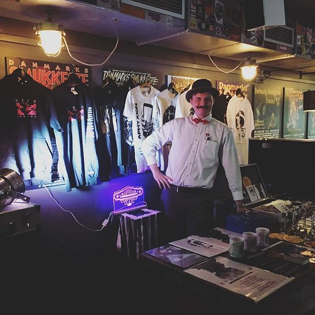 Say hi to our merch guy @sillehaj - he's got a great deal lined up for you 🤘🏼😛