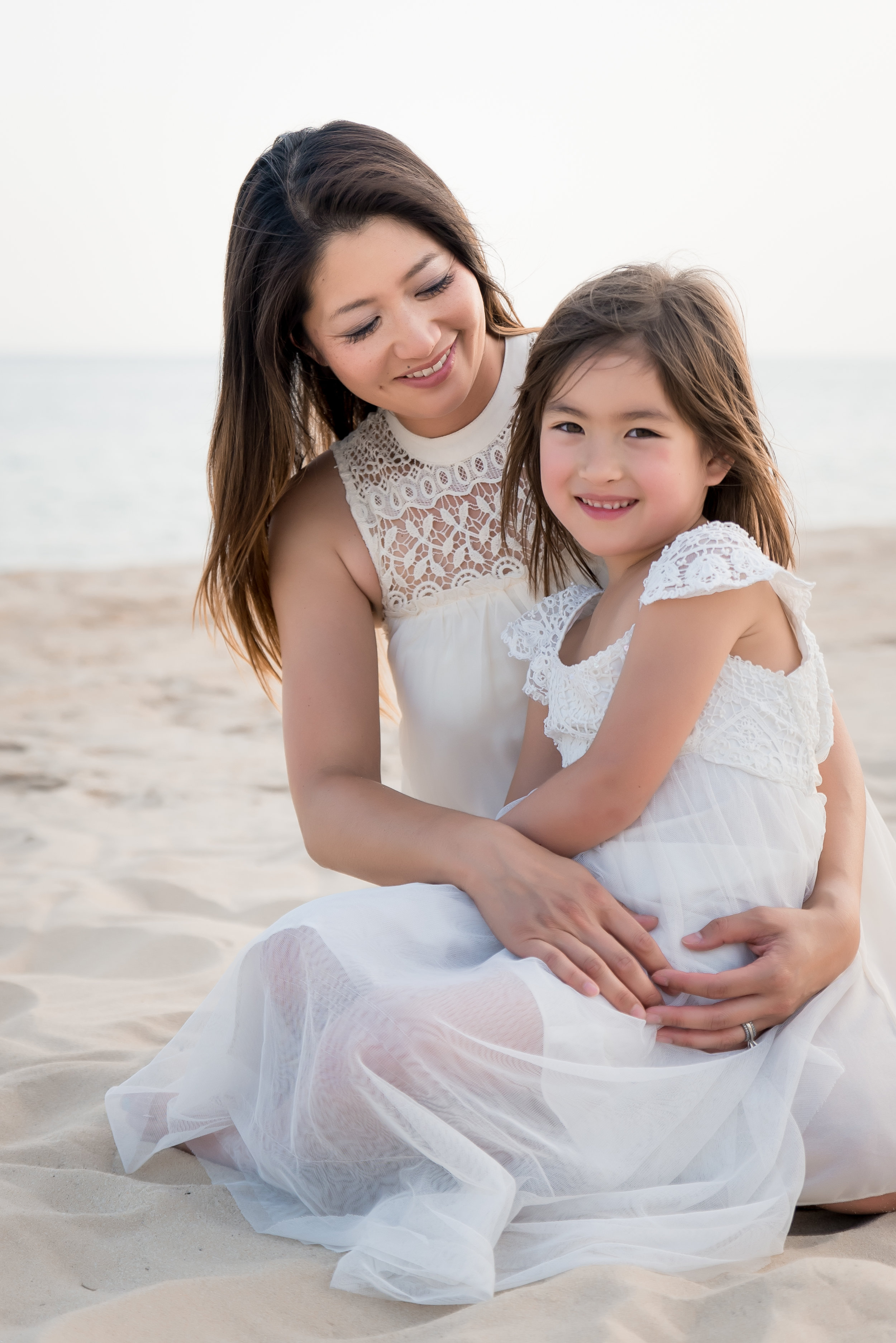 Family and portrait photography victoria bc: Mother daughter beach session