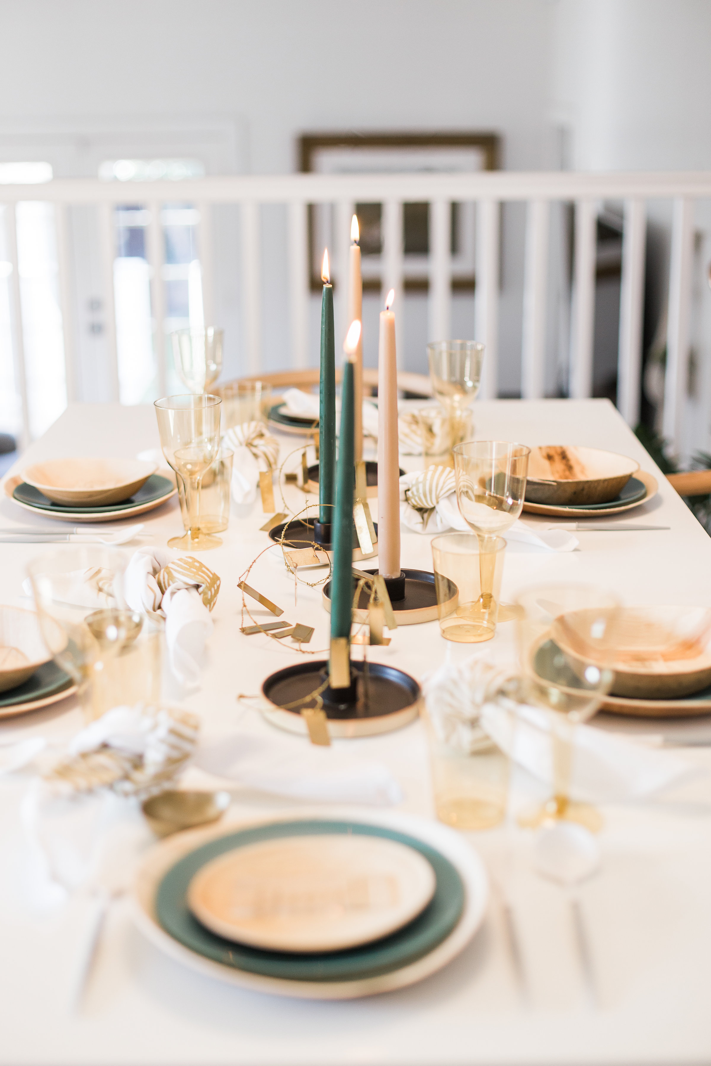 Modern and clean dinner party centerpiece ideas from livingforaged.com