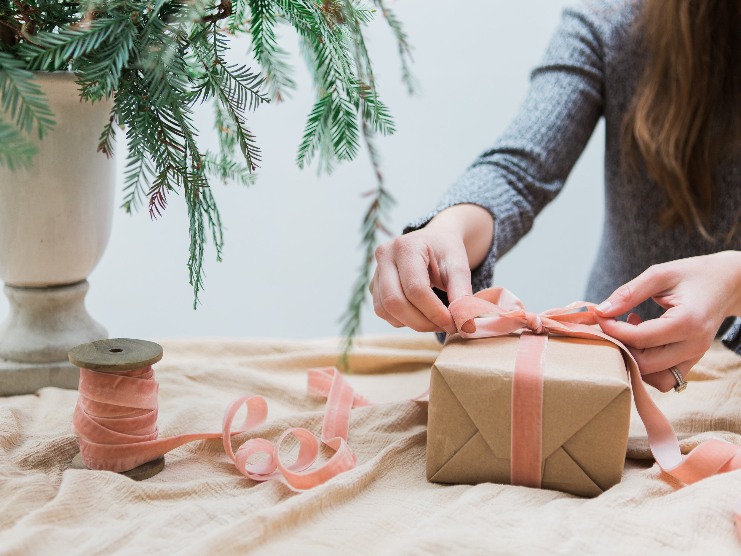 holiday gift wrapping ideas using alternative colors