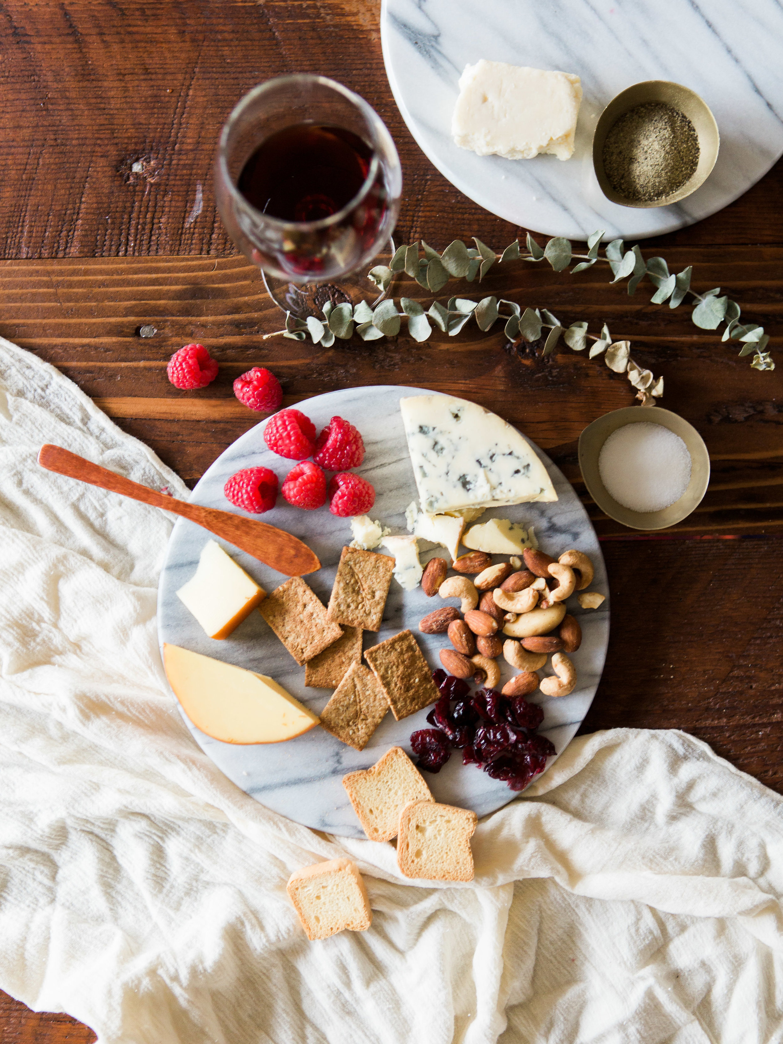 simple cheese board ideas for hosted dinner party from livingforaged.com