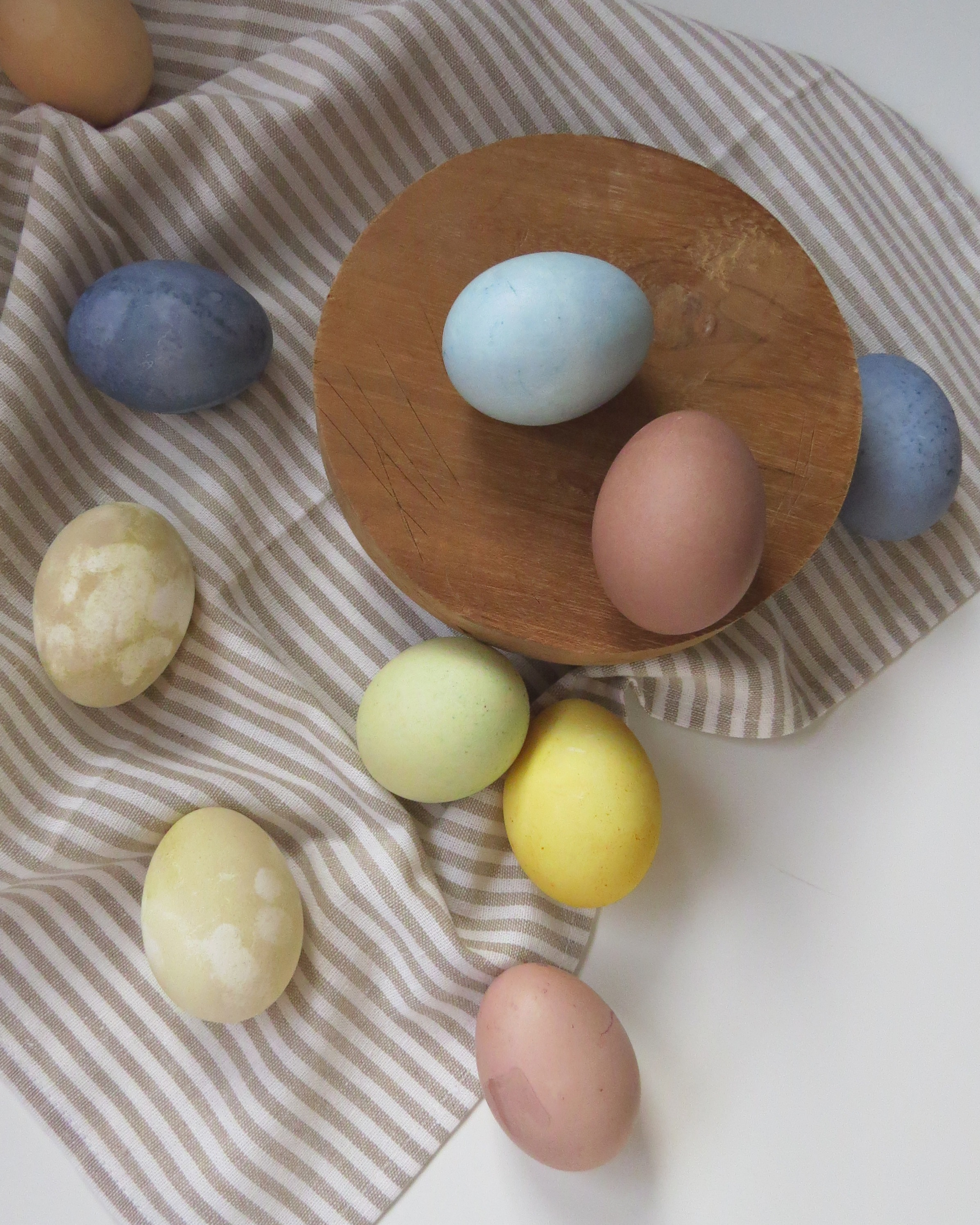 how to naturally dye easter eggs, easter crafts