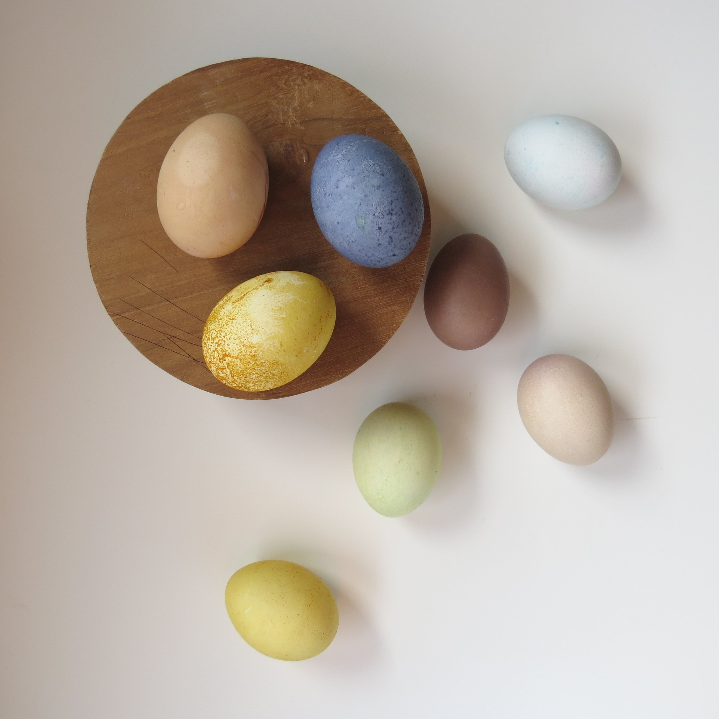 pastel easter eggs dyed from fruits and veggies
