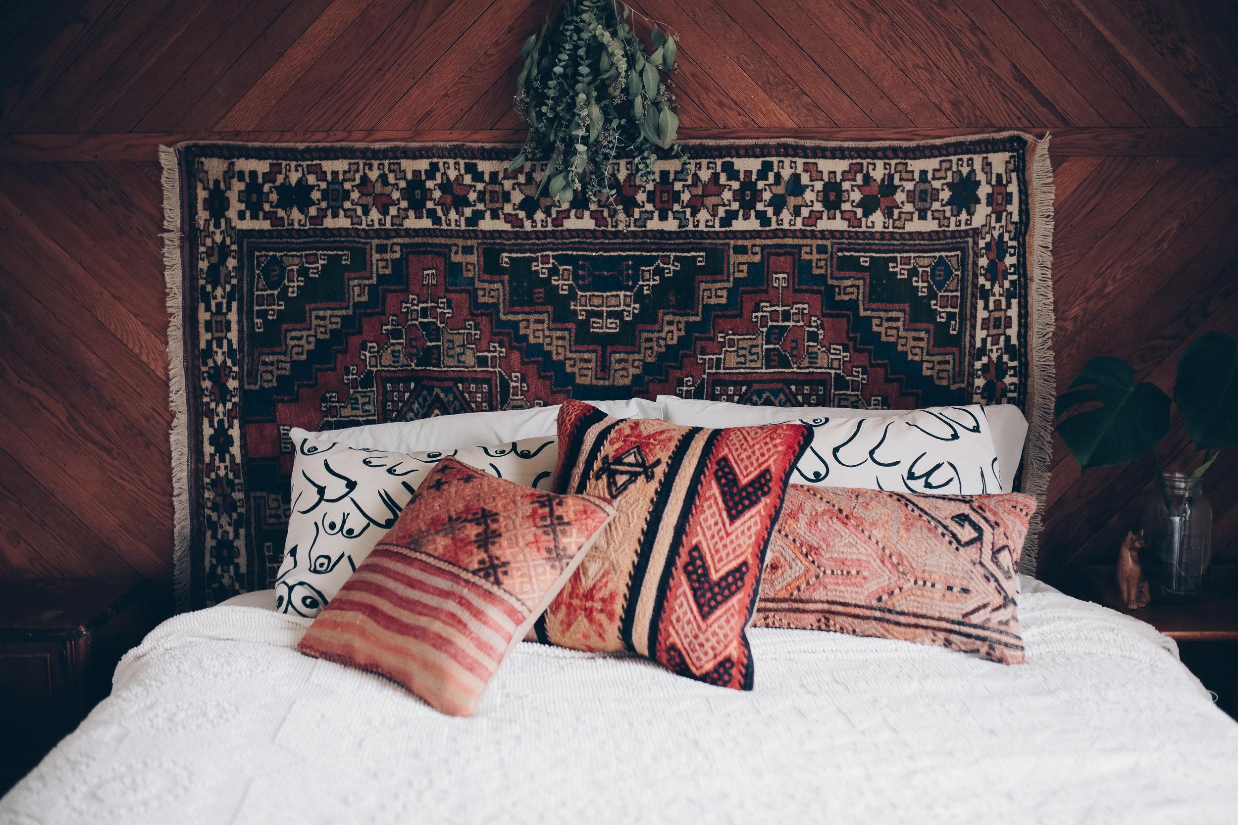 boho bedroom with kilim pillows