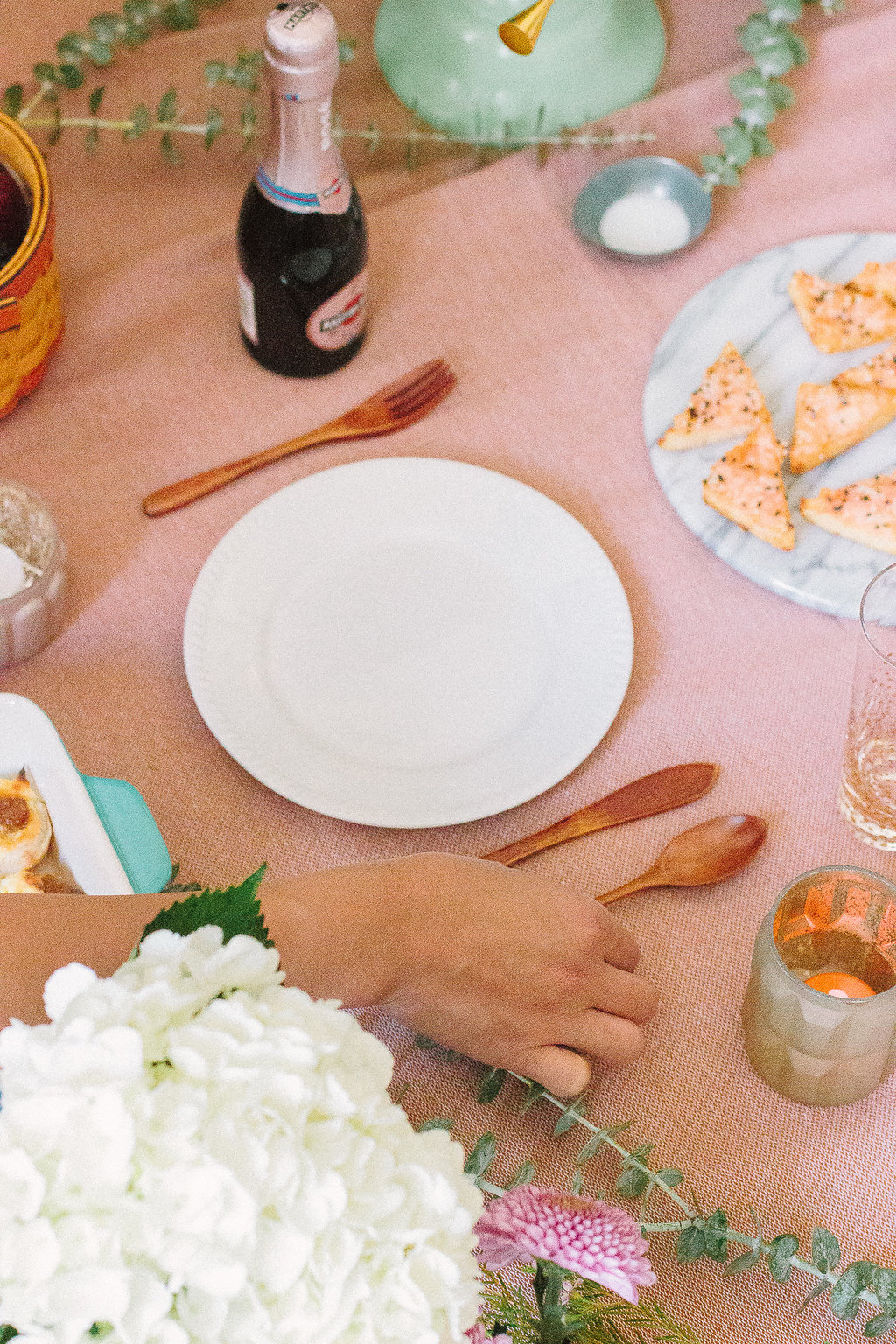 unique date night ideas indoor picnic