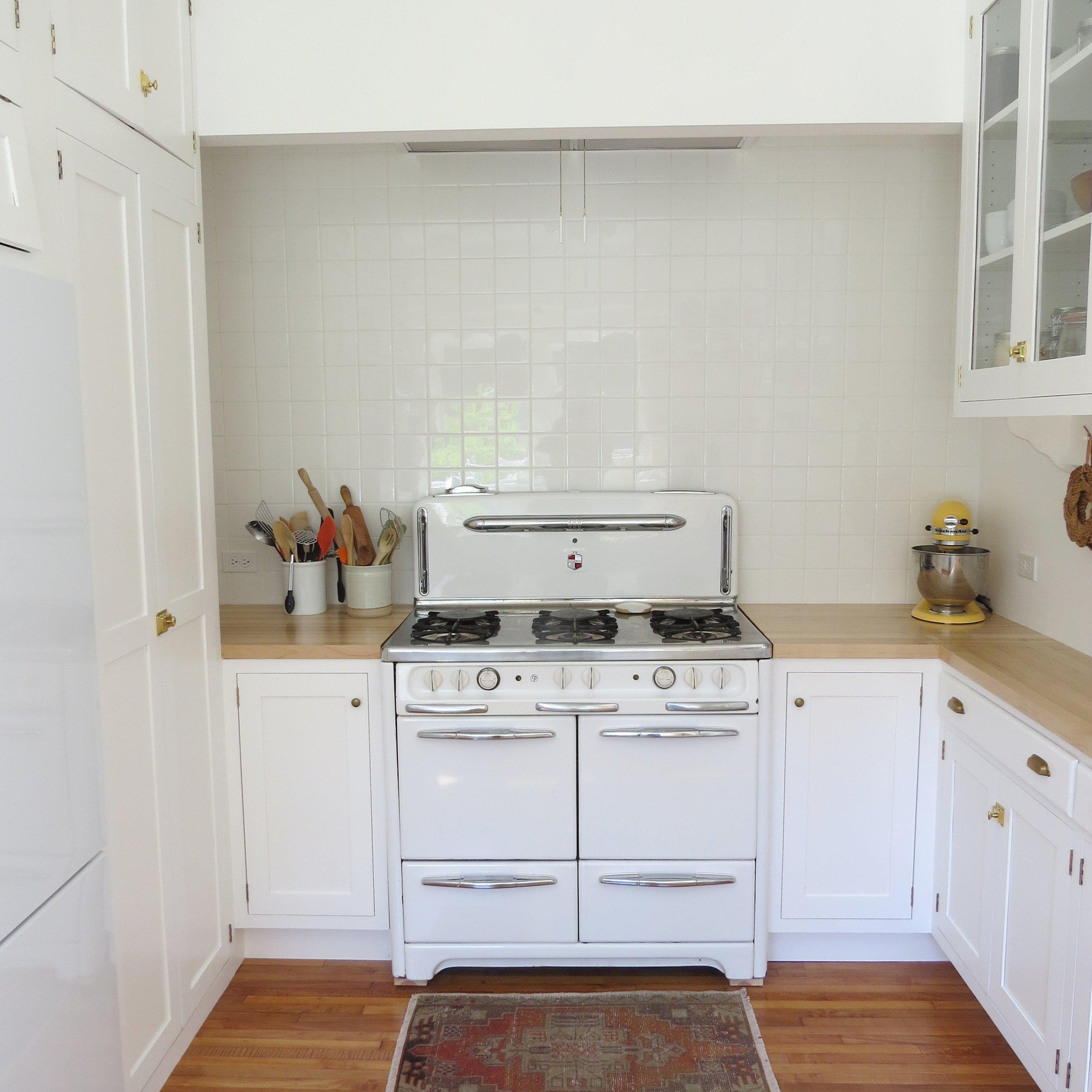 white vintage kitchen inspiration with vintage stove
